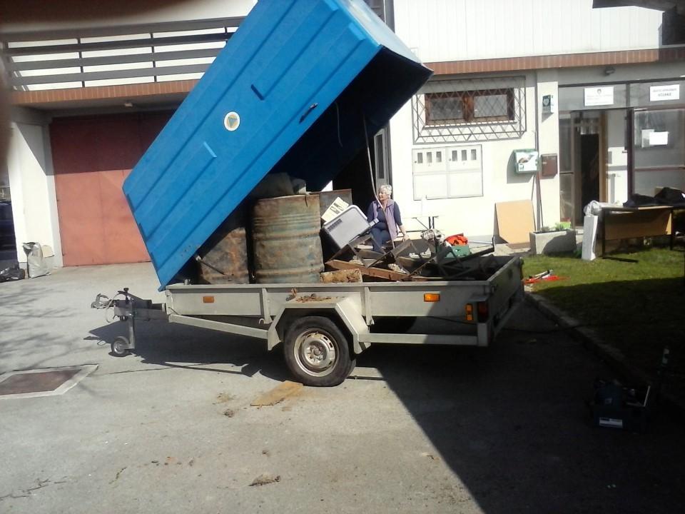 Prevozno sredstvo za odvoz odpadkov