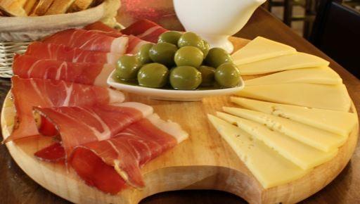 pršut, sir in olive - samo za tiste z dobro kondicijo