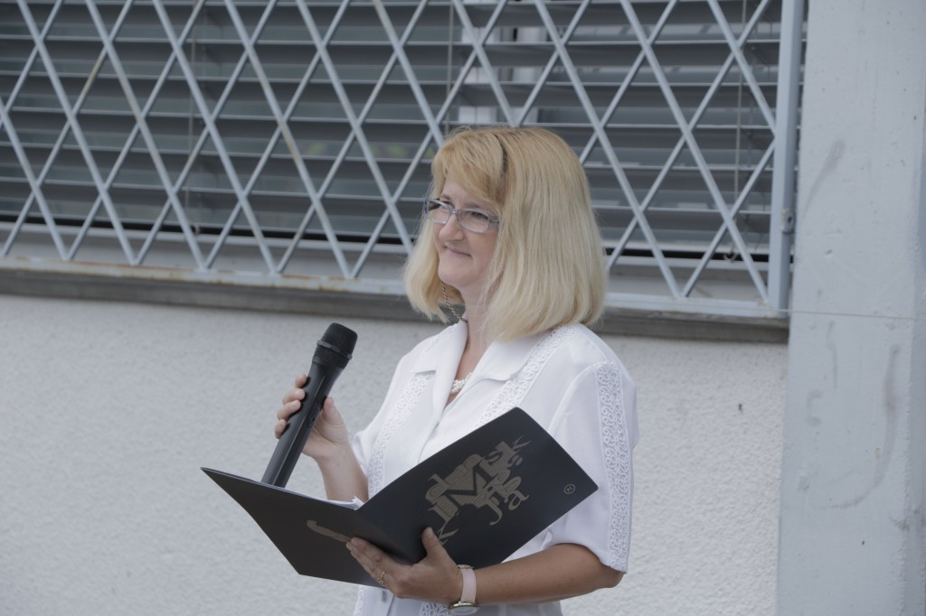 Marija, glavna povezovalka festivala Kamrica, ki se je odvijal na območju Ljubljane v enoti Kozarje